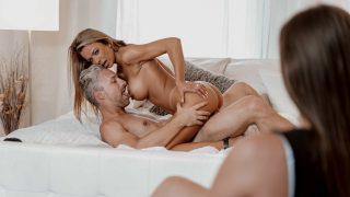 Deviante – Sex Working 01 – Chce aby se jeho manželka dívala jak šuká jinou